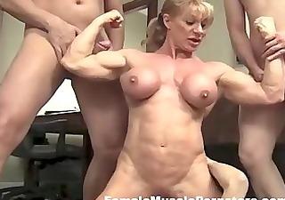 eroticheskoe-moyka-mashin