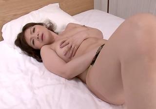hd japan mama fuckes herself with a dildo